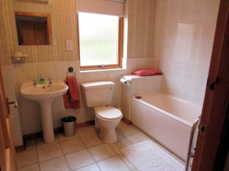En-suite/family bathroom